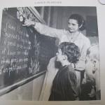Photo maîtresse et écolier